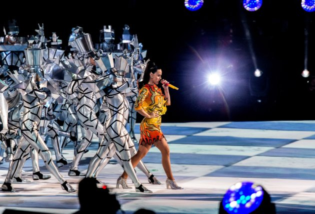 Katy Perry - Human Chess Pieces